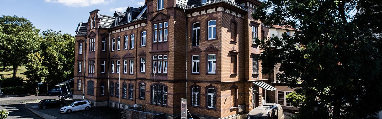 Hostelfront_Re4Hostel_Erfurt_Übernachtung_Ferienwohnungen_apartments_bedbreakfast_apartments-(1)
